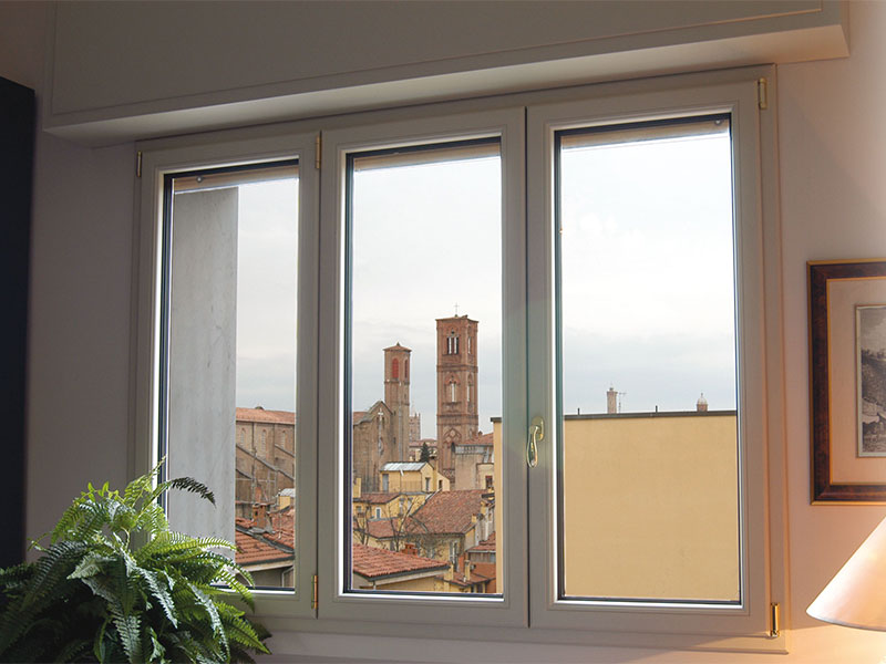 Infissi alluminio effetto legno grigio porte interne for Infissi palermo prezzi
