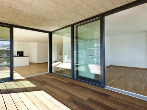 Infissi alluminio effetto legno grigio porte interne for Infissi prezzi roma